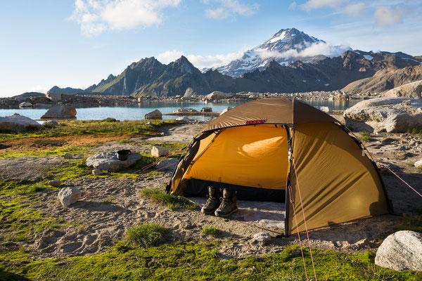 White Chuck Glacier Camp mit Glacier Peak, North Cascades, USA