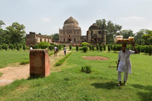 Lodi Garden, Bara Gumbad Tomb
