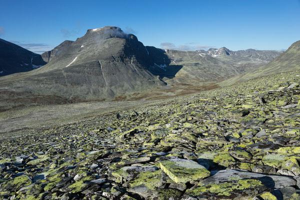 Rondslottet und Langglupdalen vom Aufstieg zum Høgronden