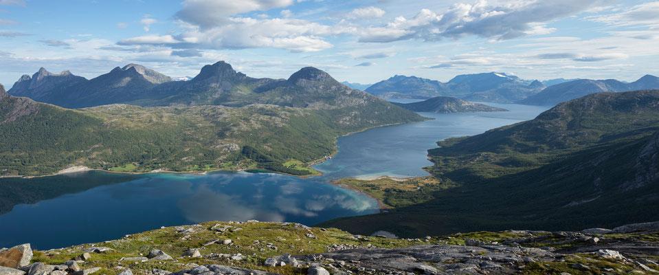 Nevelsfjorden vom Novaskaret (Sjunkhatten NP)