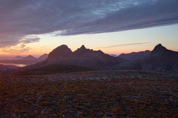 Seiskallåfjellet, Blick auf Blokktinden, Straumdalstinden und Tjongsfjorden