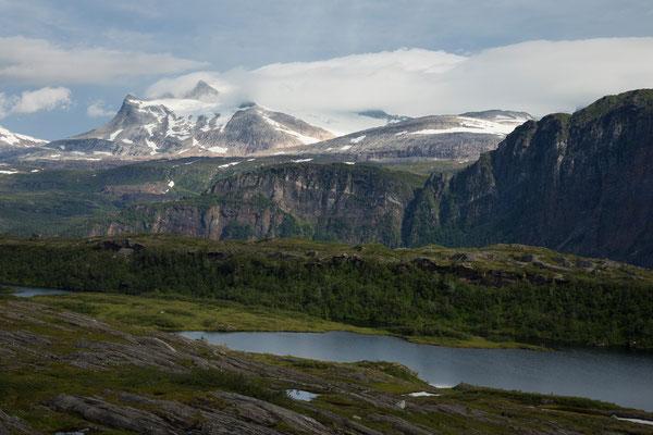 Tjørnrasta am Melfjellet mit Svartisheia