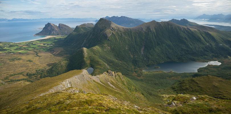 Bøsanden, Myklebostadfjellet, Trollvatnan vom Prestkonetinden (Engeløya)