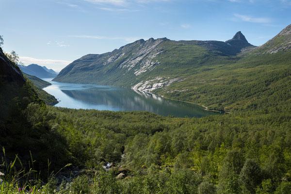 Nordfjorden-Sørbukta mit Trolltinden (Sjunkhatten NP)