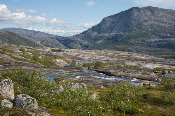 Auf Barajiegge, Biekkertjåhkå mit Hellmo-Canyon und Tjårok