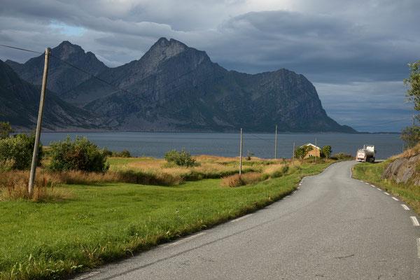 Laukbakken, Skotsfjorden und Skotstindan (Steigen)