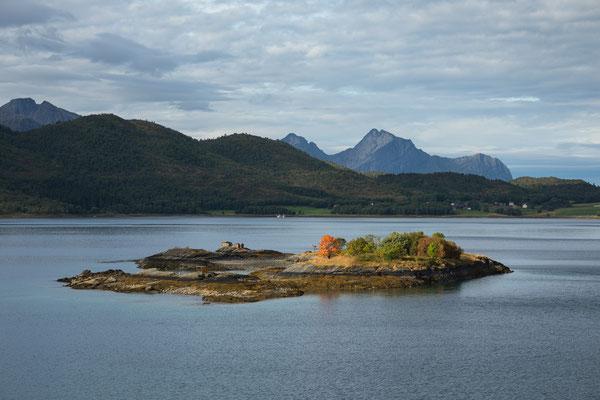 Skotsfjorden und Skotstindan von Engeløybrua