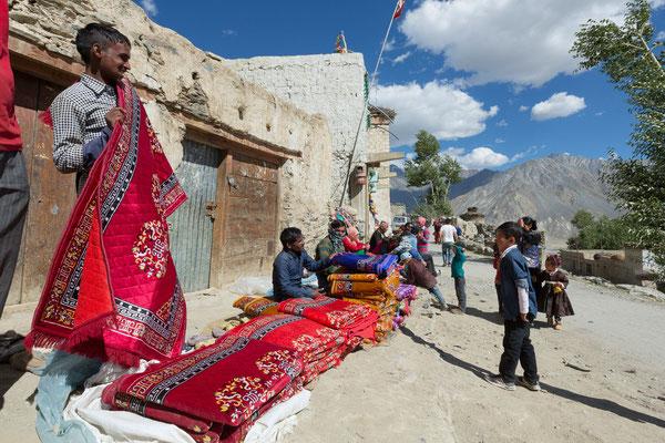 Händler beim Klosterfest Karsha