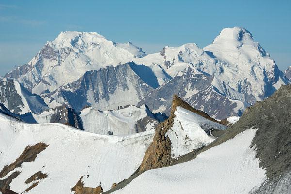 unbekannte Berge südlich der Nun Kun Gruppe