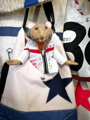 Hain Tüddel in der kleinsten Segeltuchjacke der Welt Sailart Fashion Heppenheim Barleben Handspielpuppen