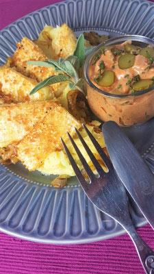 Sellerieschnitzel in Sesam-Maisgrieß-Panade mit Kartoffelstampf, Salbei und Dip