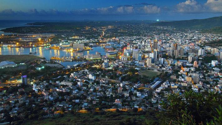 L'Île Maurice est une démocratie reconnue à l'international, l'Île Maurice est stable politiquement et socialement, démocratie parlementaire