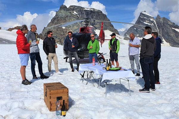 Elite Flights, EC 130 T2, HB-ZVD, Helikopterflug, Alpenflug mit Gletscherlandung, Firmenausflug, Team Events, Gletscherapéro, Petersgrat
