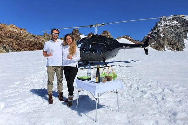 Elite Flights, Bell 206 Jet Ranger, HB-ZPZ, Alpenrundflug mit Gletscherlandung, Helikopterflug,  Gletscherflug, Gletscherapéro, Petersgrat