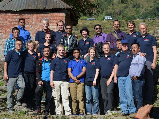 """Das """"Hilfe für Nepal""""- Team beim Einsatz 2016"""
