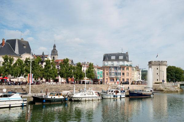 Le quai de Londres et son port fluvial sur la Meuse