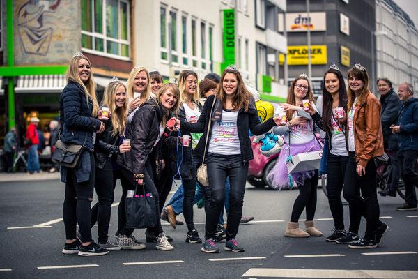 JGA Fotoshooting: Simon Knösel junggesellinnenabschied Fotos in Hannover Partyfotos - Das beste Geschenk für die Braut