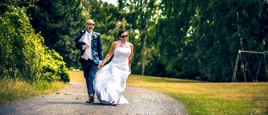 Simon Knösel - Hochzeitsfotograf in HannoverPaarshooting - Hochzeitsfotografie by Simon Knösel. Der Hochzeitsfotograf aus Hannover. Beeindruckende Hochzeitsfotos von eurer Hochzeit.