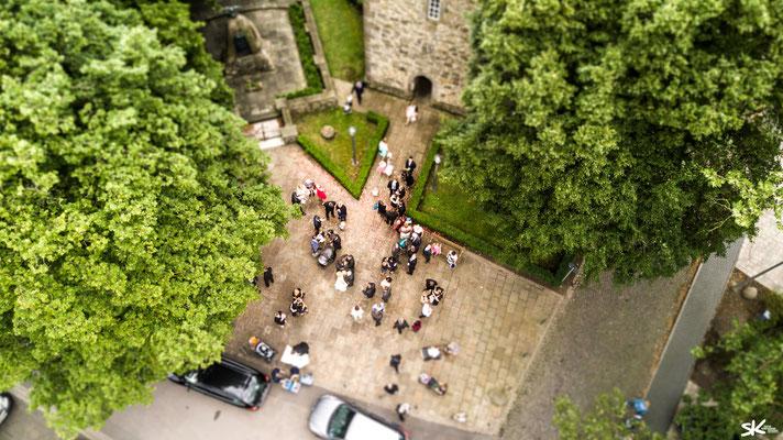 Erstklassige Hochzeitsfotos aus der Luft by Simon Knösel. Der Hochzeitsfotograf in Hannover und Niedersachsen.