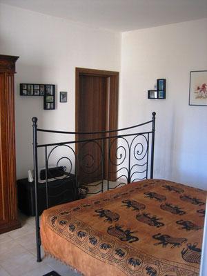 Schlafzimmer 2 mit eigenem Bad/WC