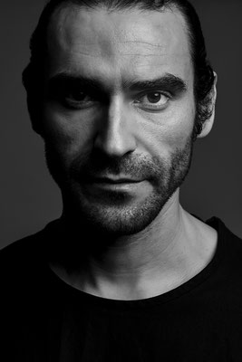 Pablo Cerda, actor. Sky magazine