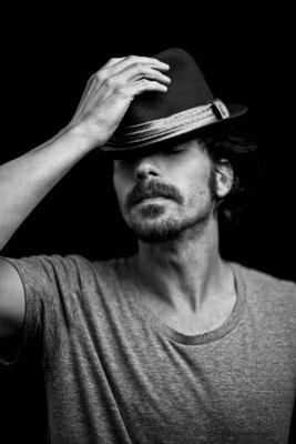 Santiago Cabrera, actor. Paula Magazine