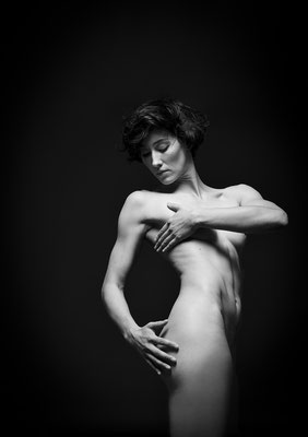 Paula Hofmann, actress, Viernes magazine