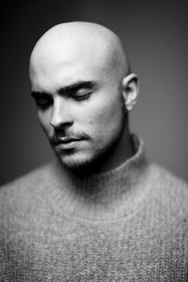 Augusto Schuster, singer. Sky magazine