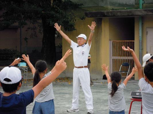世田谷区体操協会の先生の指導によるラジオ体操