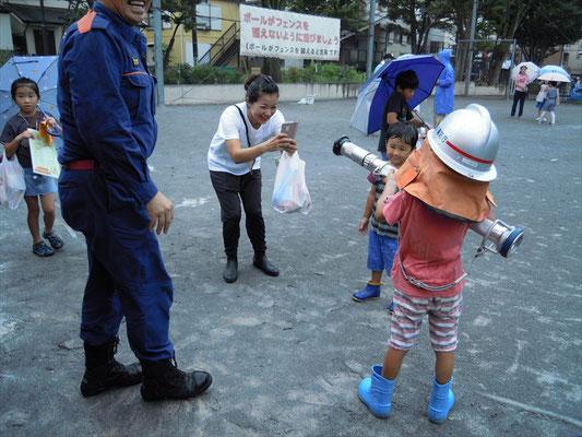 将来の消防士?? 消防団にも協力して頂きました