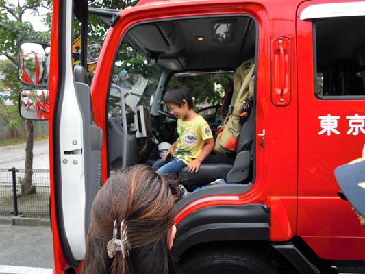 消防自動車も体験しました