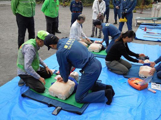 AEDによる応急救護訓練