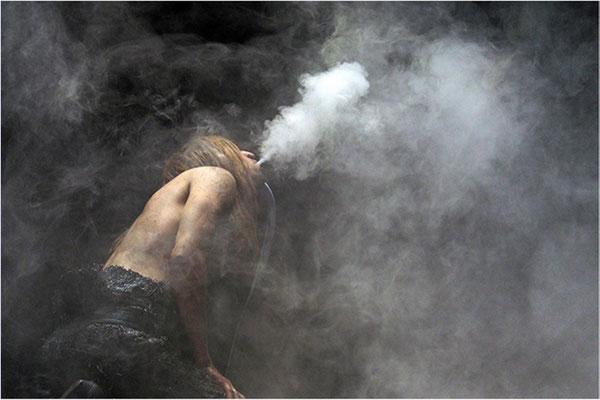 """2016 Mai, """"Rauchen schadet Ihrer Gesundheit""""©Hans-Peter Otto"""