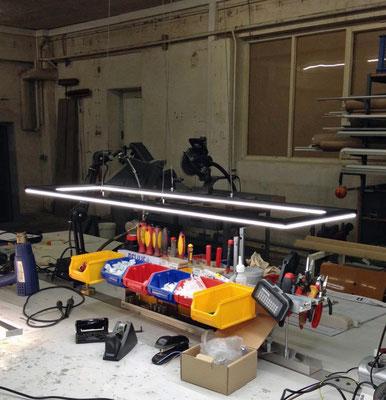 LED-Hängeleuchte, Maße:  900x250 mm, Gesamtleistung: ca. 66W,  Abhängung: ca. 1000mm
