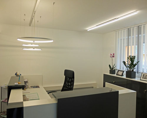 LED-Pendel, Durchmesser: 400mm + 600mm inkl. 15W und 20W LED, Aluminium Silber + 1flg. LED-Aufbauleuchte L: 2000mm, LED19,2W/m warmweiß 3200K