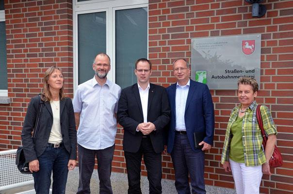 August 2014: MdL Mohr besucht in Begleitung von  Ingrid Müller (Kirchlinteln) und MdL Miesner das SAM Oyten und spricht mit Frau Schütt über die Prioritätenliste für den Bau von Landesstraßen.  Ist auch der Radweg an der L 333 ( Felde-Okel) ein Thema? t