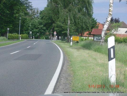 Ortseingang Felde: zulässig ist hier Tempo 100, dann das Ortseingangsschild, die Kurve und dann die Bushaltestelle Schierloh