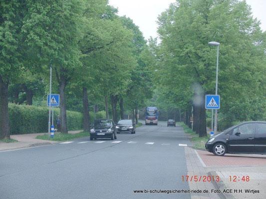 Woanders sind Zebrastreifen möglich, an der Felder Dorfstraße (=L 331) geht das nicht.