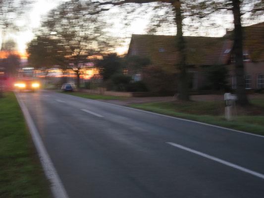 Strecke an der L 333 zwischen Felde und Okel: kein Radweg, kein Fußweg und keine Möglichekeit, parallel auf eine Gemeindestraße oder eine Kreisstraße oder einen ausgebauten Radweg auszuweichen