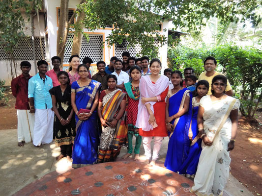 This is a very special photo! It shows many ex-students (girls) of the Aum Pranava Ashram who gathered here today as part of a vow to meet us and all the ashram people at least once a year on Thaipongal! A splendid idea :)