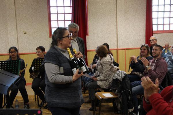 Hélène JOLY présidente de l'harmonie d'Allery souhaite la bienveue àl'harmonie invitée.