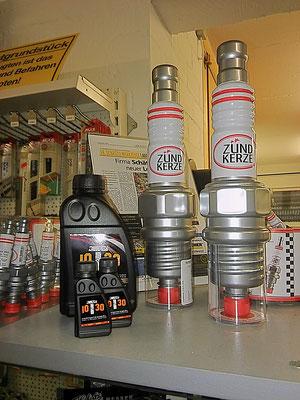 10T30, Nußlikör in Öldose, 2cl und 0,5l