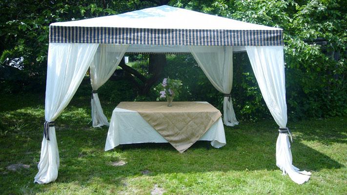 Pavillon zum Sommerfest