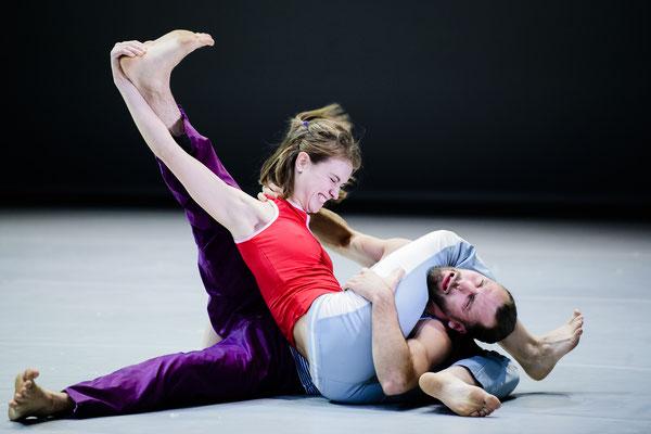 Photo : Sylvie-Ann Paré - Interprètes/dancers : Catherine Dagenais-Savard, Sacha Ouellette-Deguire