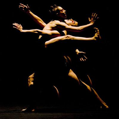 photo : Marie Chouinard | dancers : Carol Prieur, James Viveiros