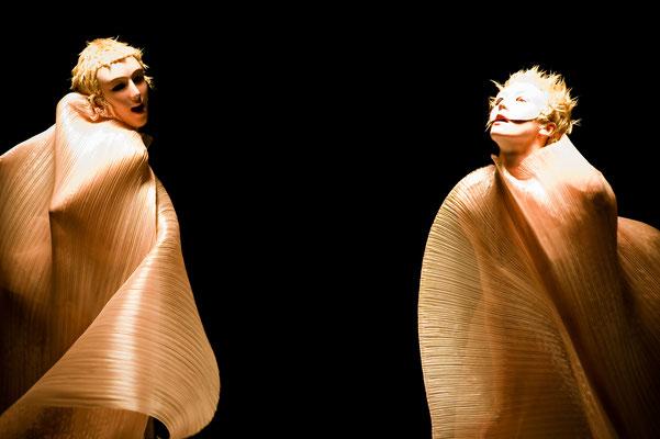 photo : Sylvie-Ann Paré | dancers : Lucie Mongrain, Carol Prieur