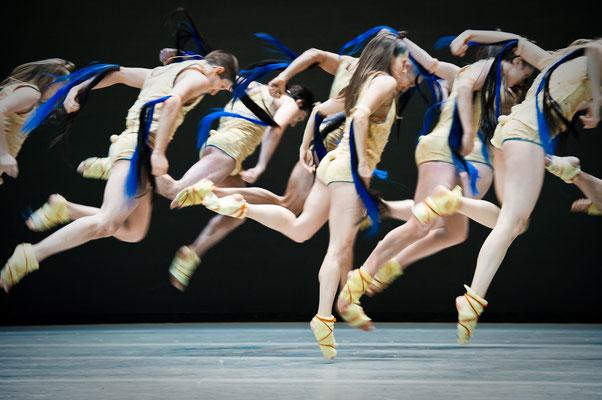 photo : Sylvie-Ann Paré   dancers : Megan Walbaum, Leon Kupferschmid, Mariusz Ostrowski, James Viveiros, Lucie Vigneault, Kimberley De Jong, Lucie Mongrain