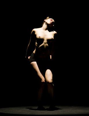 photo : Marie Chouinard | dancer : Mathilde Monnard