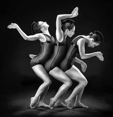 photo : Marie Chouinard | dancers : Sandrine Lafond, Carla Maruca, Isabelle Poirier