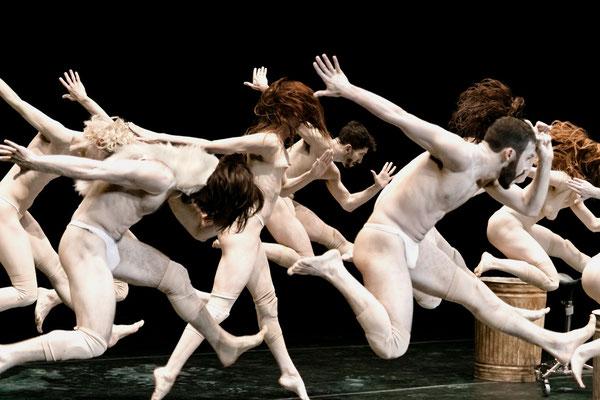 photo : Nicolas Ruel | dancers : Morgane Le Tiec, Sacha Ouellette-Deguire, Carol Prieur, Leon Kupferschmid, Sébastien Cossette-Masse, Megan Walbaum